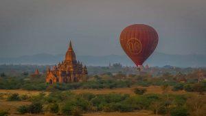Ballonfahren über der Ebene von Bagan