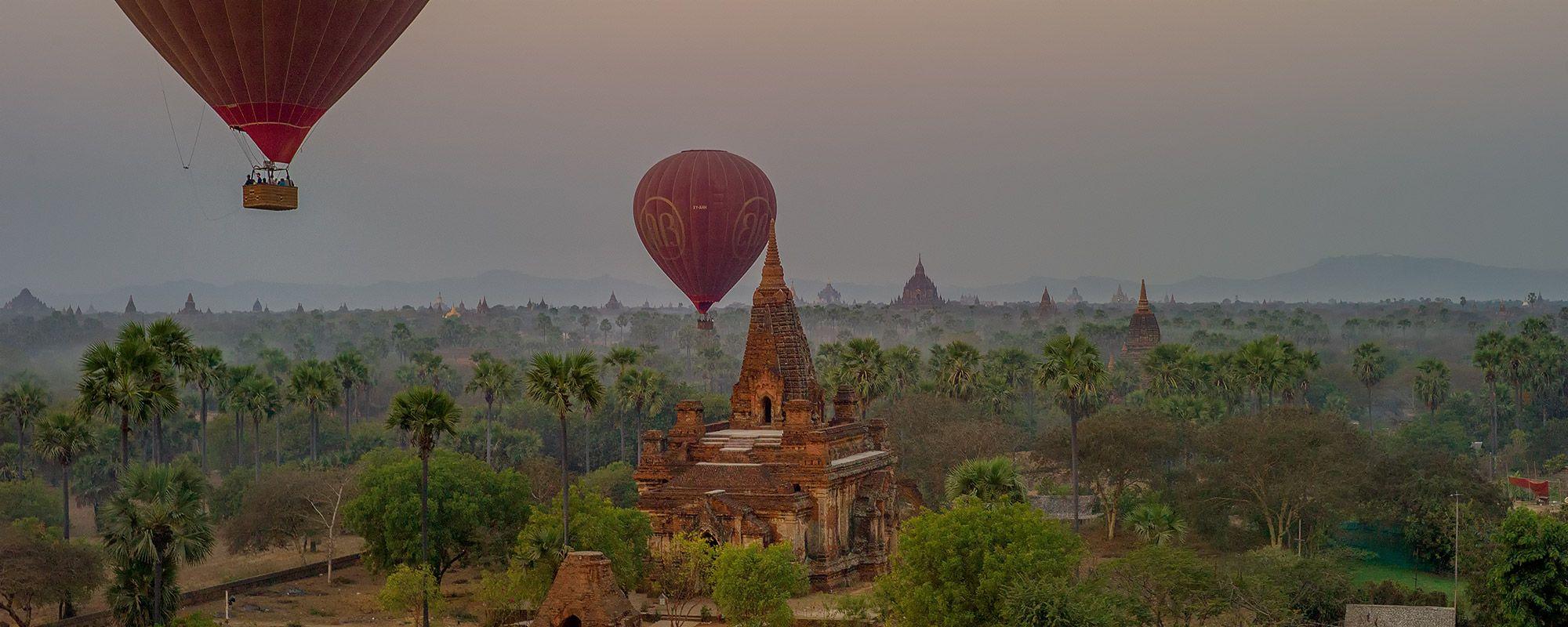 Ballons über den Tempeln von Bagan