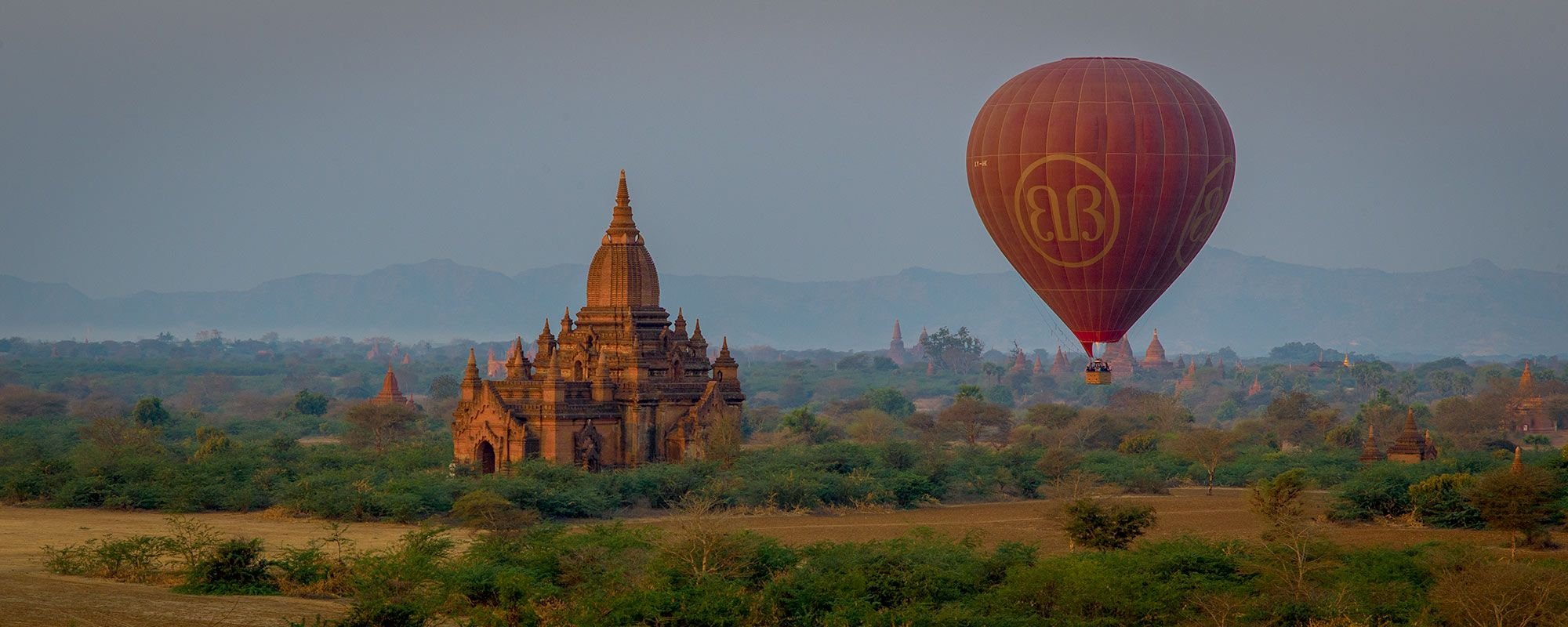 balloon over the baghan plain in Myanmar