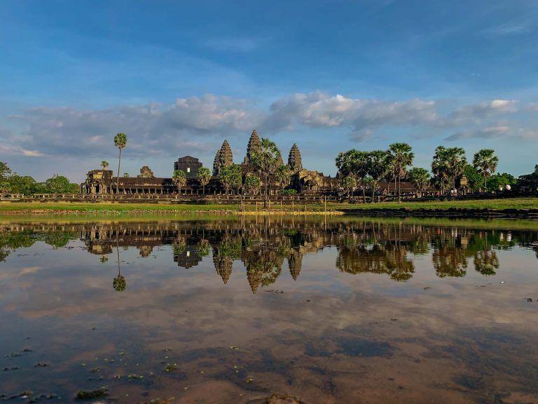Angkor Wat Tempel gespielt im Wasser
