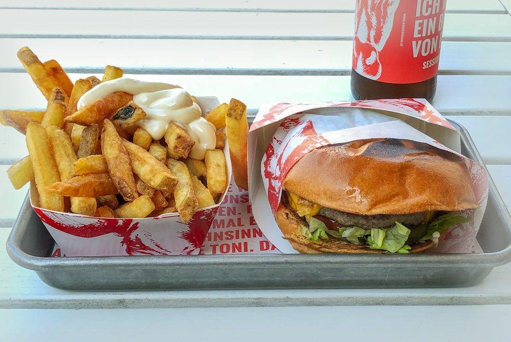 Burger Menü mit Pommes Frittes