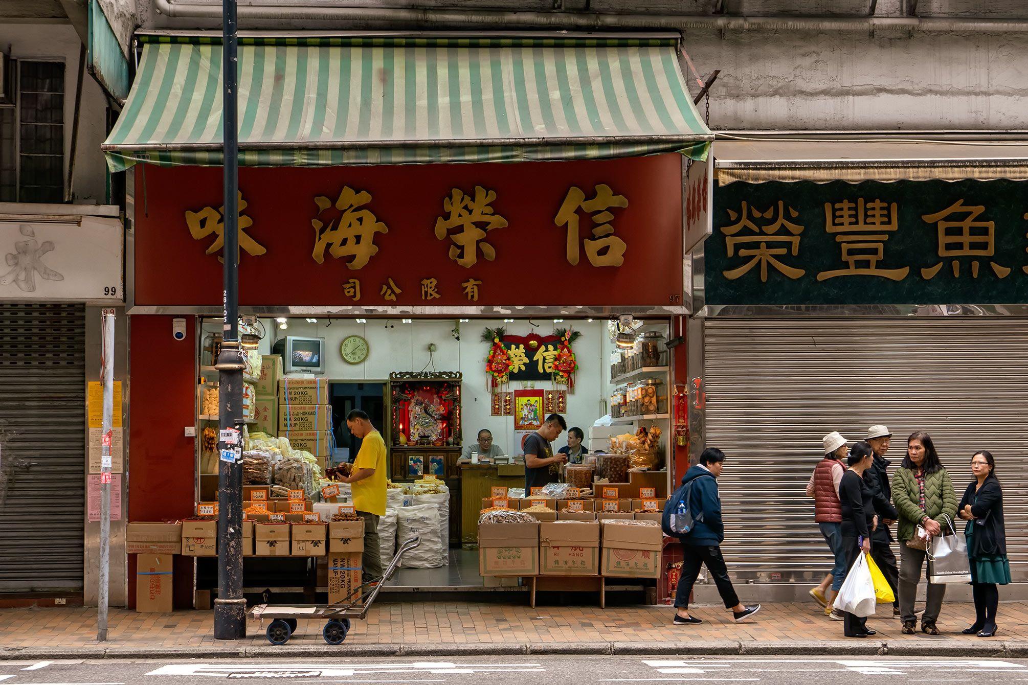 market scene in Queen Street