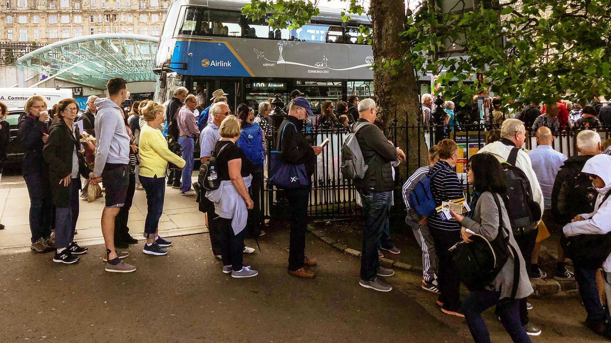 queue of tourists