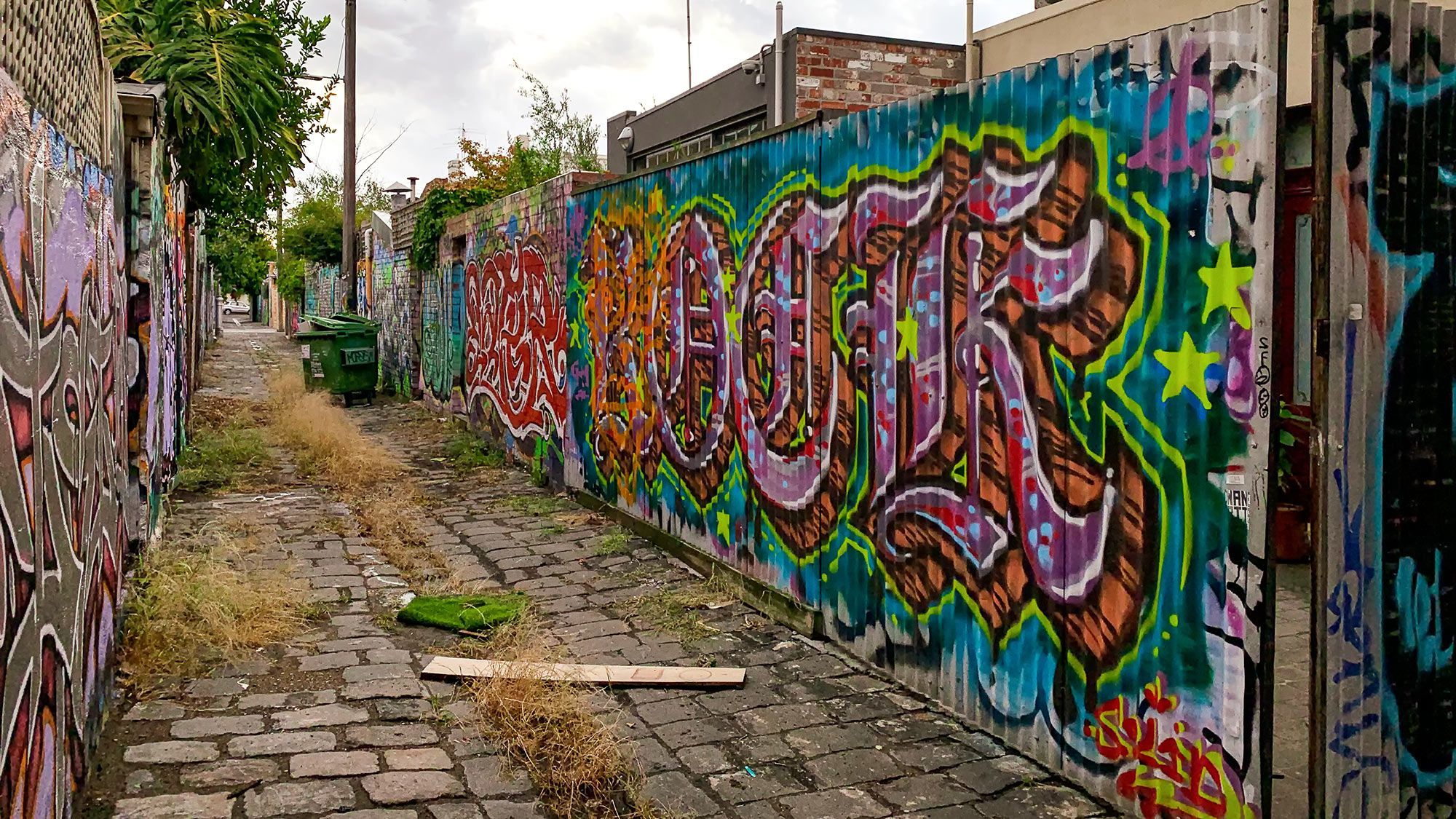 street art in fitzrock back alley