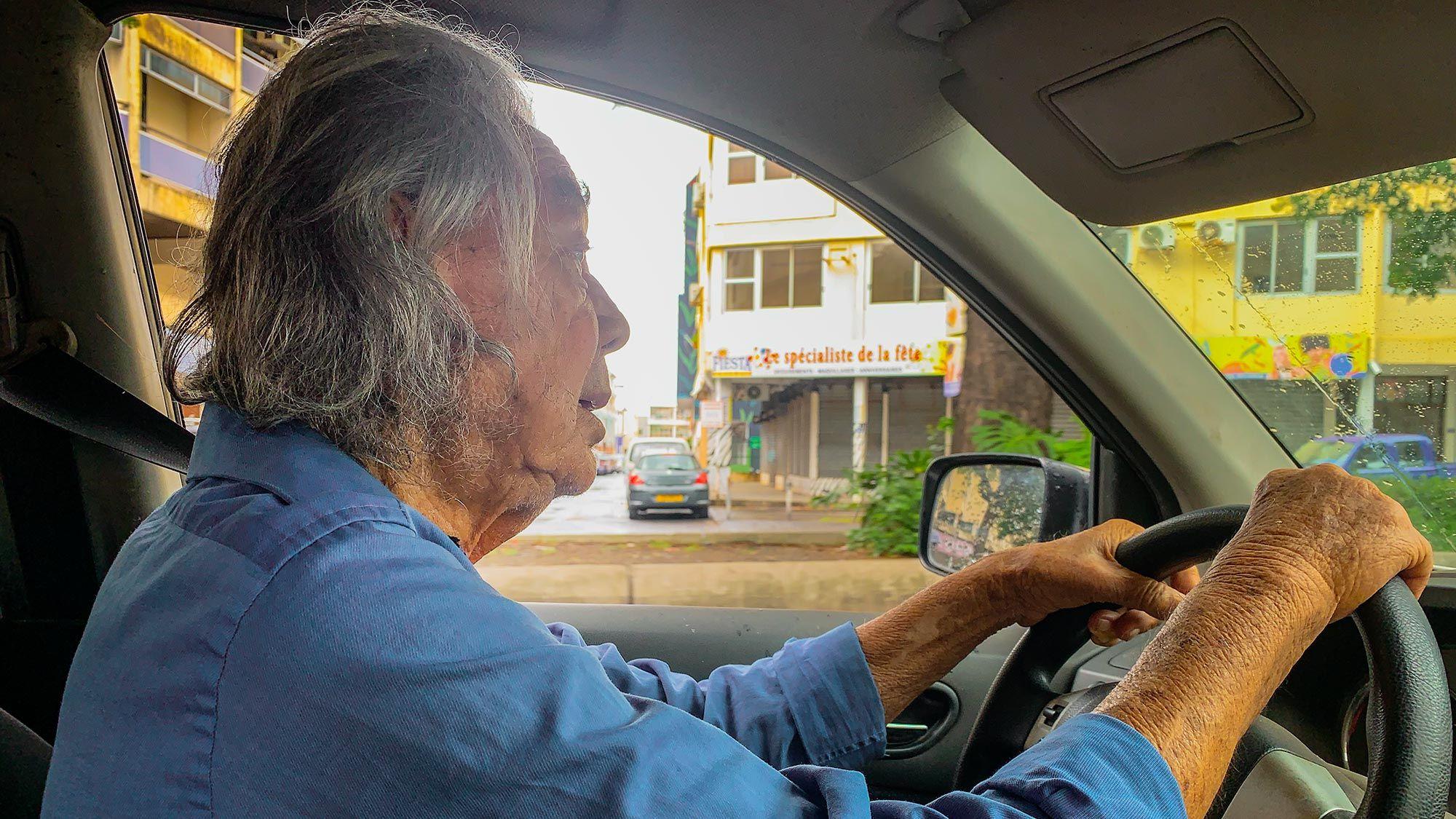 tahiti taxi driver